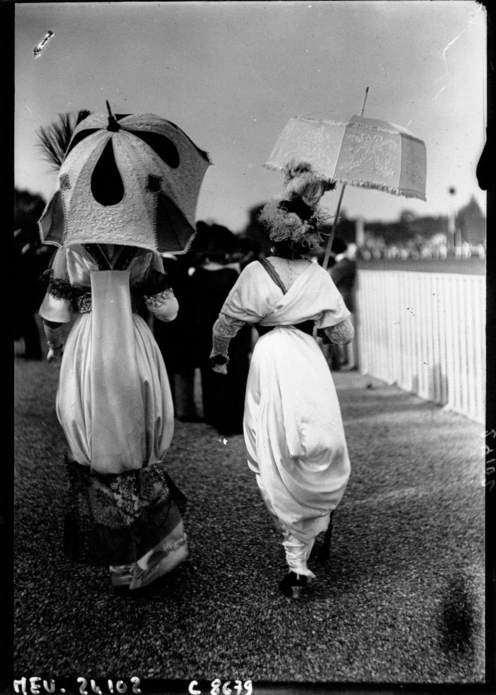 1912 Hobble skirts and parasols